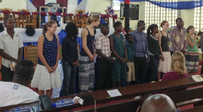 Jugendliche bei der Synode